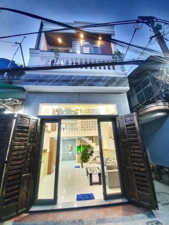 Bán nhà mặt tiền HXH (4.5x14m) giá 9.5 tỷ khu đường Phạm Văn Hai, khu dân cư sầm uất P. 2, TB