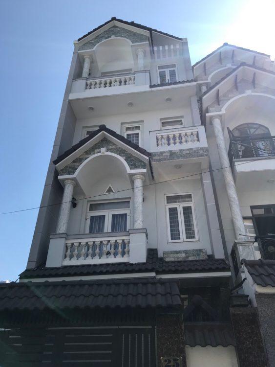 Bán biệt thự mini trắng cực xinh sát bên chung cư Bàu Cát 2. DT: 7x13m chỉ 14.5 tỷ