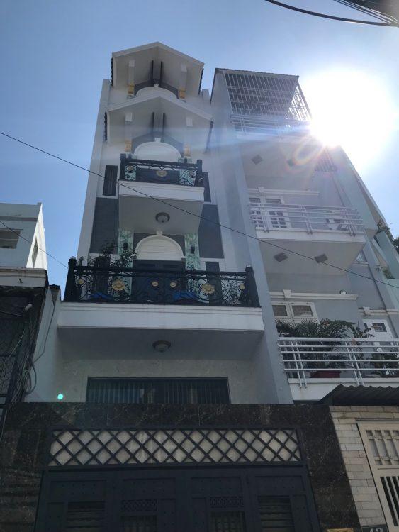 Bán nhà hẻm đường Bạch Đằng, P. 2, Tân Bình DT: 200m2 sàn 5 tầng mới full nội thất giá chỉ 7.9 tỷ