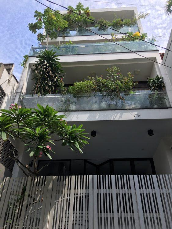 Bán nhà đường Hoàng hoa Thám DT 4x10m giá 7.5 tỷ nhà đẹp khu vực nhiều tiện ích P. 12 Tân Bình