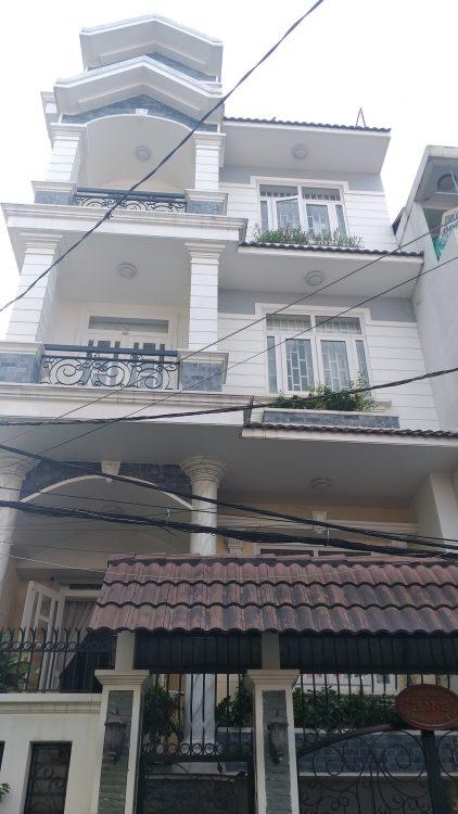 Tôi cần bán gấp nhà xây kiên cố 2 tầng HXH đường Nguyễn Hồng Đào (DT: 4.1x15m) nhà rất đẹp, ở ngay