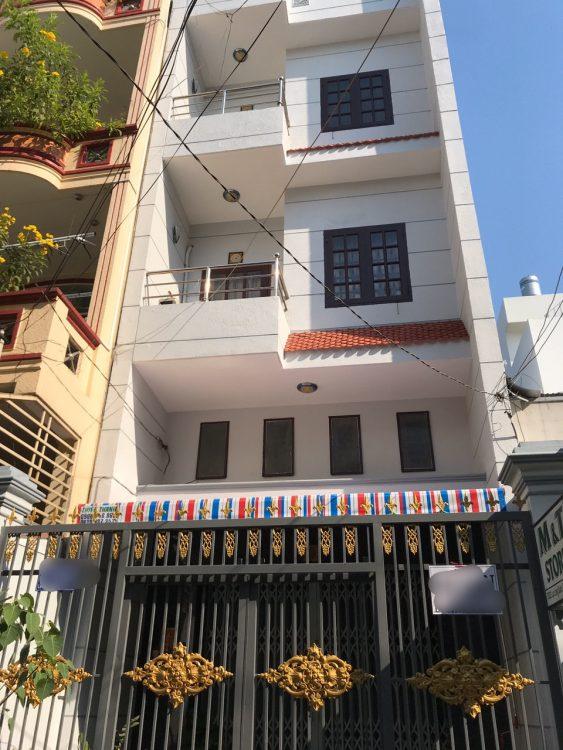 . Bán nhà MT đường rộng 10m khu Bàu Cát, P. 12, Tân Bình, DT: 4.9x23m, 3 lầu, thang máy, giá 14 tỷ TL