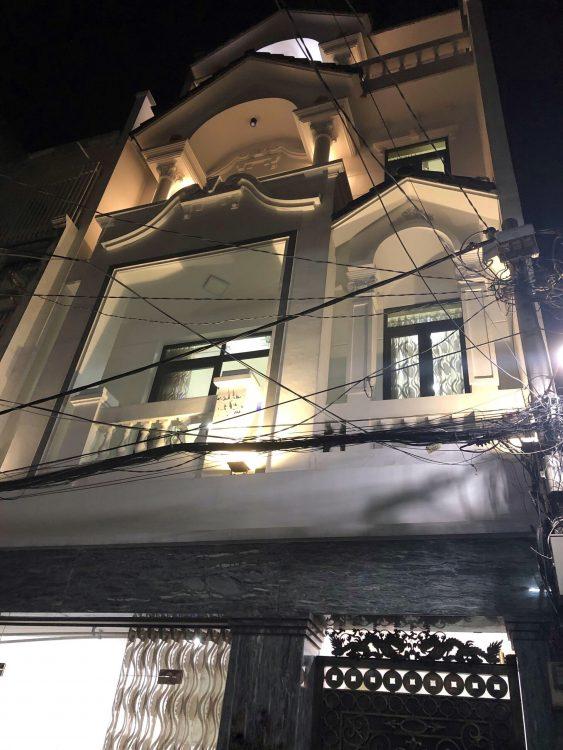 Cần bán căn thiên phước 3 tầng nở hậu 4.5m nằm đầu đường tân trang