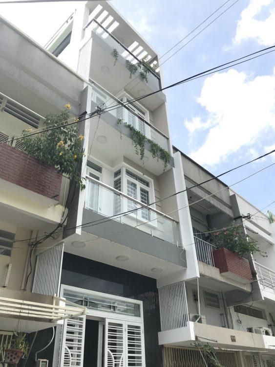 Bán nhà HXH Nguyễn Trọng Tuyển, DT 4.5x13m, 3 lầu nhà mới, full nội thất, giá chỉ có 7.4 tỷ