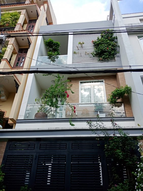 Biệt thự 5 tầng có thang máy đường Năm Châu, 6.3x13m nhà 5 tầng cực đẹp nội thất sẳn chỉ 13.5Tỷ