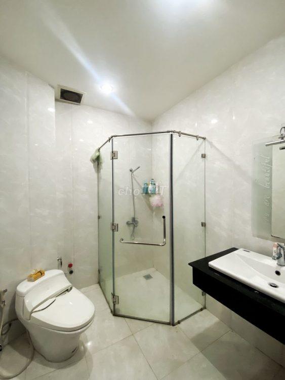 Bán gấp căn nhà Nguyễn Đức Thuận P13 Q,TB nhà đẹp 2 MT hẻm 8M giá rẻ